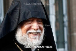Catholicos Aram I arrives in Armenia