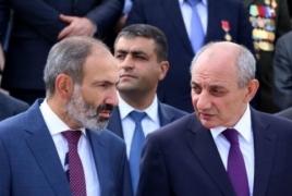 Пашинян обсудил итоги встречи с Алиевым с президентом Арцаха