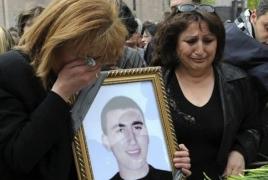 BBC-ն՝ Մարտի 1-ի մասին. Քոչարյանն ու Սարգսյանն այցելել են ԼՂ-ից բերված հատուկ ջոկատին, որը համաձայնվել էր կրակել ցուցարարների վրա