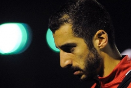 Mkhitaryan assists in Roma win over Lecce, sustains injury