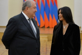 Armenia President hosts Kim and Kourtney Kardashian