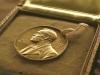 Нобелевскую премию по литературе присудили сразу двум писателям