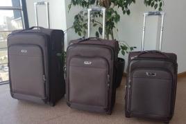 ՀՀԿ երիտասարդները դատարկ ճամպրուկներ են բերել ԱԳՆ դիմաց՝ ի նշան «դատարկ քաղաքականության»