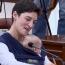 Ավագանու անդամը նիստի էր եկել նորածին փոքրիկի հետ
