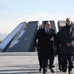 Dutch Foreign Minister visits Armenian Genocide Memorial