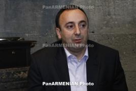 Պաշտպան. Թովմասյանի բնակարանում աղաղակող ինչ-որ բան են փնտրում, քննիչին չենք վստահում