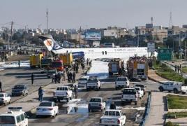 Иранский пассажирский самолет приземлился прямо на городской улице