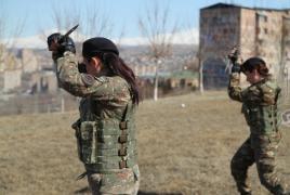 Армия Армении пополнилась женщинами-десантниками