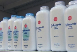 Johnson & Johnson прекратит производство детской присыпки на основе талька в США и Канаде