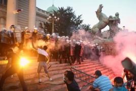 Բելգրադում հակակառավարական ցույցերի մասնակիցները մտել են խորհրդարան