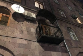 Երևանի բնակիչը խոչընդոտել է ապօրինի պատշգամբի ապամոնտաժմանը` սպառնալով ցած նետել երեխային