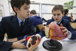 Опрос: 75% россиян поддерживают введение уроков сексуального просвещения в школах