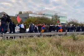 Армяне в Европе перекрыли межгосударственные дороги в поддержку Карабаха
