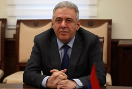 Armenian, Russian Defense Ministers discuss return of POWs over the phone