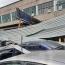 Ուժեղ քամին Երևանում տանիքի ծածկեր և մեքենաներ է վնասել