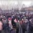Армянская оппозиция баррикадами перекрывает проспект в Ереване