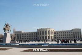 Գերեվարված զինվորների ծնողները փակել են Շիրակի մարզպետարանի մուտքը
