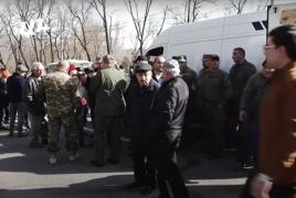 В Ереване проходит митинг в поддержку главы Генштаба ВС Армении