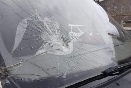 Ադրբեջանցիները քարեր են նետել զոհերի աճյունները տեղափոխող մեքենայի վրա, ջարդել ապակիները