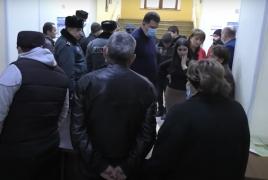 Խծաբերդում գերեվարվածների հարազատները փակել են Շիրակի մարզպետարանի մուտքը