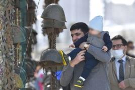 Ադրբեջանցիները երեխաներին տանում են «ռազմավարի պուրակ»՝ հայերի դիերից հանած սաղավարտների հետ խաղալու