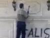 Азербайджанцы уничтожают армянские кресты и надписи с церкви в Шуши