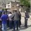 Визит Пашиняна в Сюник проходит в напряженной обстановке: Часть жителей оскорбляет премьера и перекрывает дорогу кортежу