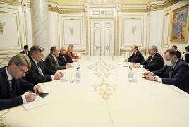 Лавров - Пашиняну: Уверен, в ближайшее время сможем решить вопрос всех пленных
