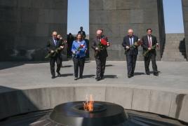 Филип Рикер в Ереване почтил память жертв Геноцида армян