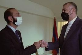 Armenia, Iran discuss bilateral ties, regional projects