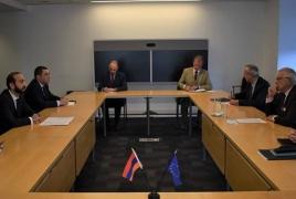 Глава МИД Армении и Боррель обсудили необходимость возобновления переговоров по Карабаху в рамках МГ ОБСЕ