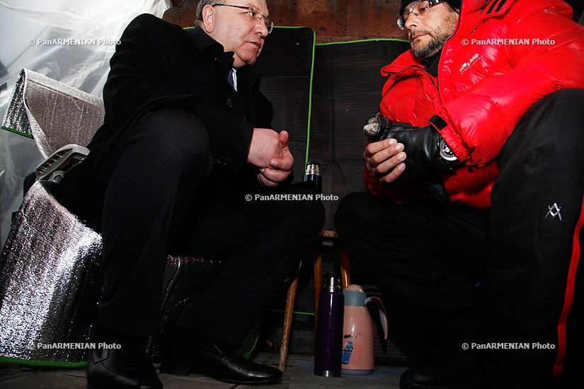 Minister of Healthcare Derenik Dumanyan visits Andrias Ghukasyan