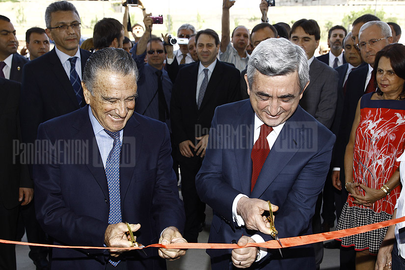 Serzh Sargsyan visits new cold storage complex at Zvartnots airport