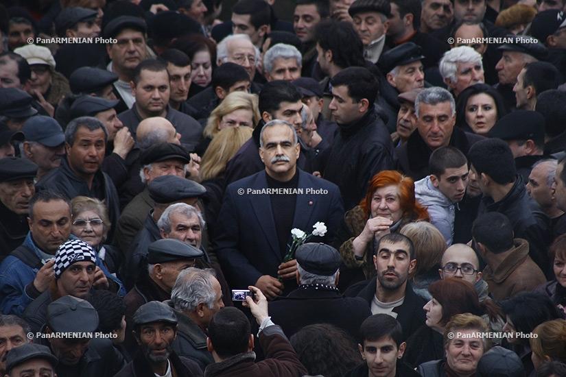 Րաֆֆի Հովհաննիսյանը մասնակցում է մարտի 1-ի դեպքերի հանրահավաքին