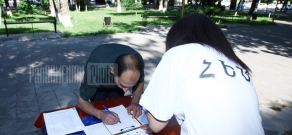 Hayazn collects signatures to back up Zhirayr Sefilyan's bid for Armenian citizenship