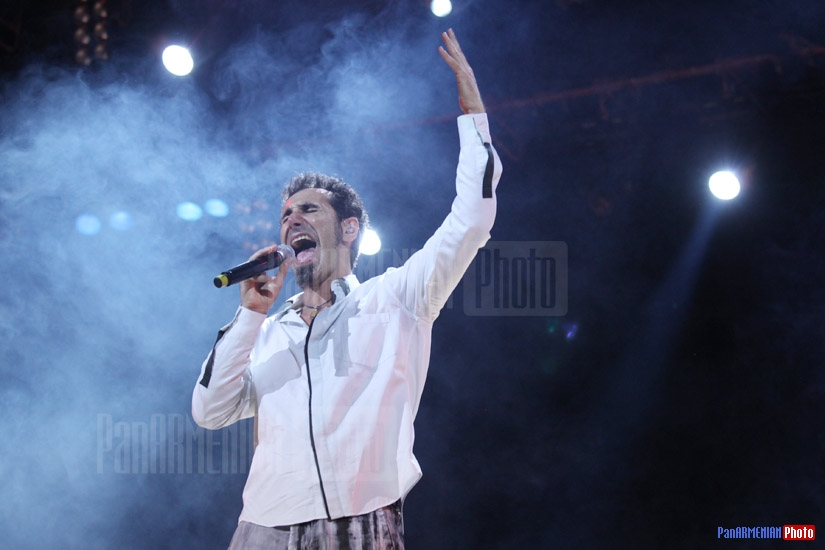 Serj Tankian. American-Armenian singer