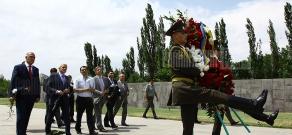 Chairman of Verkhovna Rada of Ukraine Vladimir Litvin visits Armenian Genocide Memorial