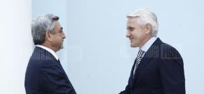 RA President Serzh Sargsyan receives the Chairman of Ukraine's Verkhovna Rada Vladimir Litvin