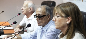 Press conference of Persian director Abbas Kiarostami within the frameworks of Golden Apricot 8th Film Festival