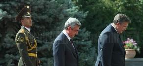 President of Armenia Serzh Sargsyan receives his Polish counterpart Bronisław Komorowski