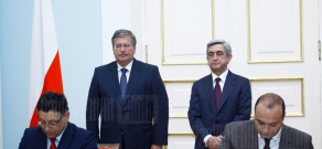 Cooperation memorandums signing and joint press conference of RA President Serzh Sargsyan and Polish President Bronislaw Komorowski takes place at President's residency