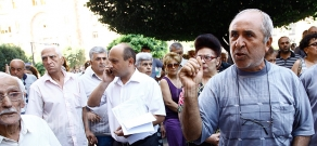 Protest in front of RA Government against street trade regulations