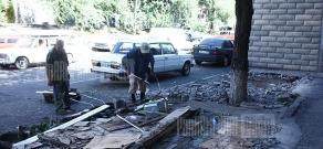 Dismantling procedures of Papazyan street stands