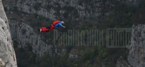 Base jumping in Jdrduz, Shushi