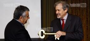 """Golden key, rusty lock"" annual award ceremony held by Freedom of Information Center of Armenia"