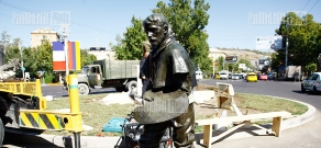Setting-up of a statue by French sculptor Auguste Rodin of painter Jules Bastien-Lepage in French square of Yerevan