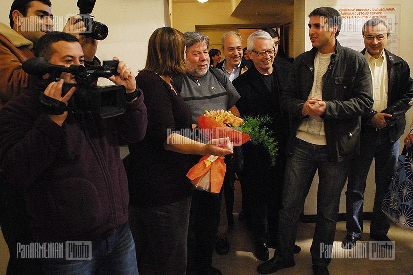 Apple co-founder Steve Wozniak is welcomed at Zvartnots Airport