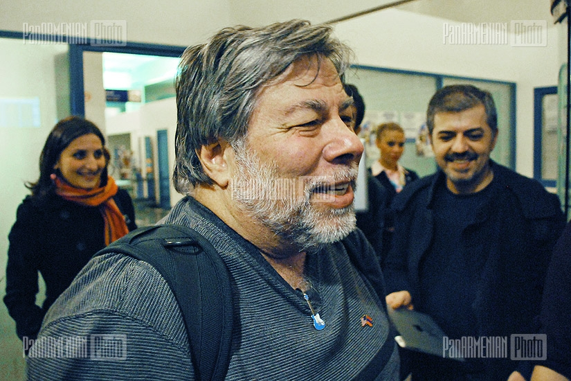 Apple co-founder Steve Wozniak is welcomed at Zvartnots Airport