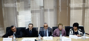 Presentation of the second round of a program supplying 18 towns with social, health services and food
