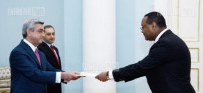 The Newly-appointed Ethiopian Ambassador to Armenia hands in his credentials to RA President